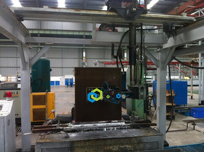 龙工5轴锡焊设备.JPG